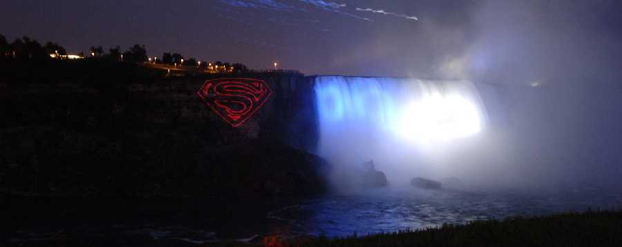 SUPERMAN RETURNS EN NIAGARA FALLS